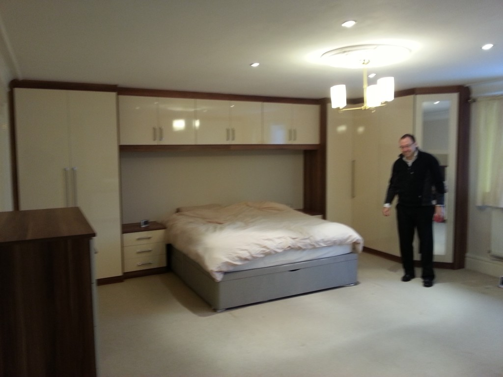 Cabin Bedroom Fitted Furniture: Fitted Wardrobes For A Large Bedroom
