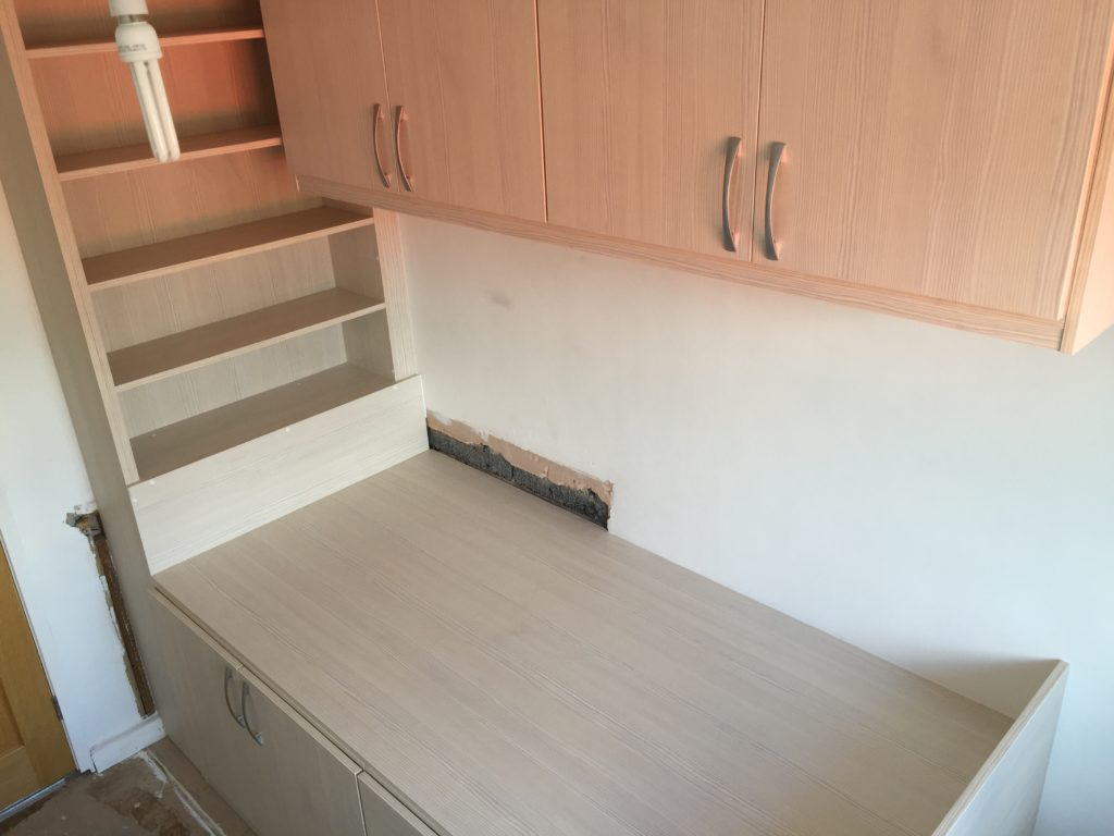 Stair Box In Bedroom: Cabin Bed With An Open Bookcase